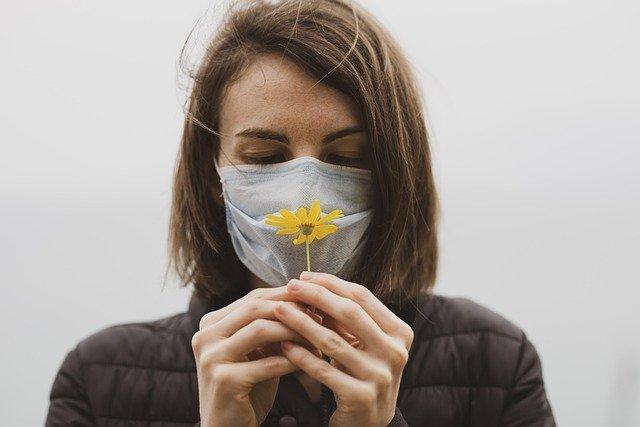 Samband mellan covid-19 och förlust av smak och luktsinne